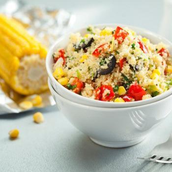 Теплый салат с кускусом и овощами
