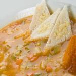 Італійський суп з беконом, овочами і шавлією