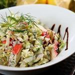 Салат с крабовыми палочками, капустой и грибами