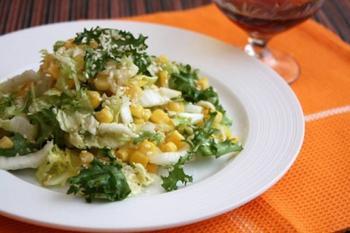Салат с кукурузой и кунжутом