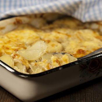 Оселедець, запечений з картоплею