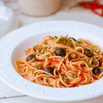 """Спагетти """"алла путтанеска"""""""