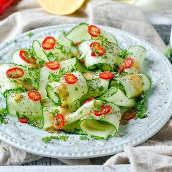 Огуречный салат с кунжутным маслом