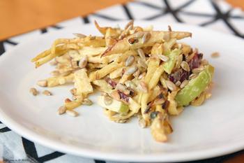 Салат из яблок с сельдереем и орехами