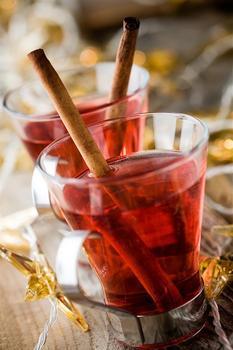 Датский рождественский глогг с миндалем, изюмом и водкой