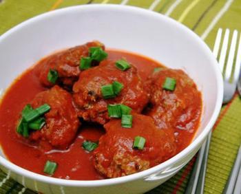 Тефтельки в красном соусе с болгарским перцем
