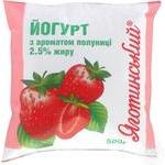 Йогурт Яготинский 1,5% клубника в полиэтиленовой упаковке 400г