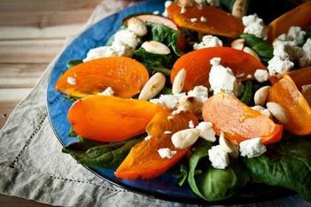 Салат з хурми і сиру фета