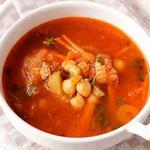 Суп из баранины с горохом, фрикадельками и томатом