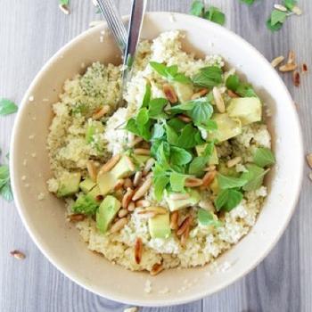 Салат із кускусу з м'ятою і авокадо