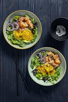 Салат с красной рыбой, мандаринами и бальзамическим уксусом