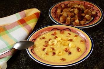 Пшоняний суп із цибулею та картоплею