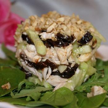 Салат з м'ясом і чорносливом