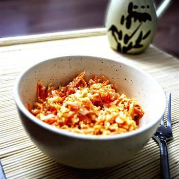 Морквяний салат із крабовими паличками