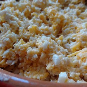 Куриный салат с яйцами и сыром