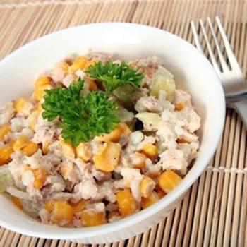 Салат з тунцем і кукурудзою