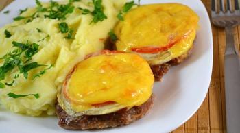 Котлети в духовці з овочами і сиром