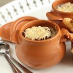Густой луковый суп с сырными булочками