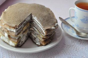 Блинный торт с бананами и шоколадом