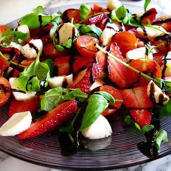 Cалат з полуниці та чері