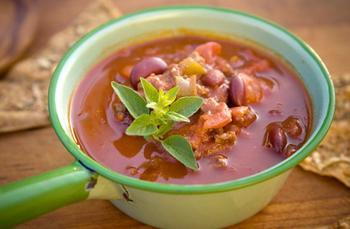 Суп із квасолею і копченостями