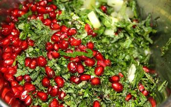 Салат із селери, петрушки і граната