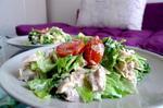 Салат с курицей и сыром филадельфия