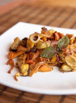 Грибний салат з волоськими горіхами