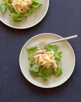 Салат з авокадо, грушею і крабовими паличками
