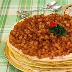 Блинный торт с заварным кремом, яблоками и корицей