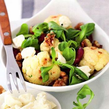 Теплий салат із кольоровою капустою