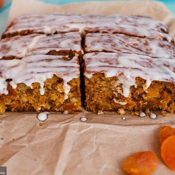 Морковный торт с курагой и апельсинами
