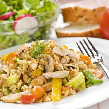 Салат из курицы с рисом
