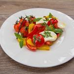 Салат из сладкого перца и моцареллы
