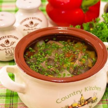 Суп в горщику з яловичиною та овочами