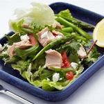 Салат з тунця і спаржі з фетою