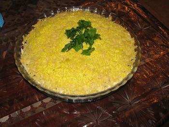 Салат из курицы с фасолью и сыром