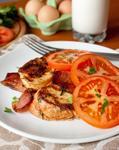 Несладкие гренки с беконом и помидорами