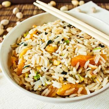 Пряный рис с фисташками