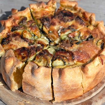 Пирог с баклажанами, базиликом и моцареллой