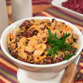 Салат з печінкою, квасолею і маринованими грибами