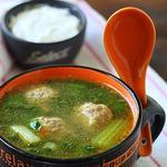 Суп с фрикадельками и шпинатом