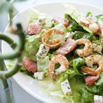 Салат из сыра с креветками