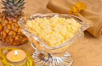 Салат с сыром, ананасами и курицей