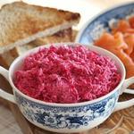 Рожевий соус із хріну з капустяним розсолом