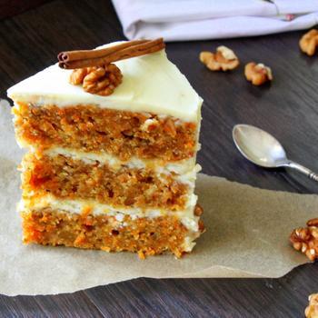 Морквяний торт із кремом на основі сиру філадельфія