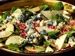 Салат с гранатом, шпинатом и голубым сыром