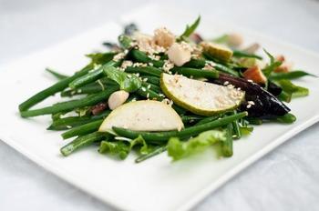 Салат із стручкової квасолі з грушами і дор-блю