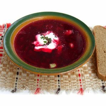 Пасхальный свекольный суп со сливочным хреном