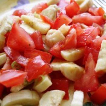 Індійський салат з бананами і томатами
